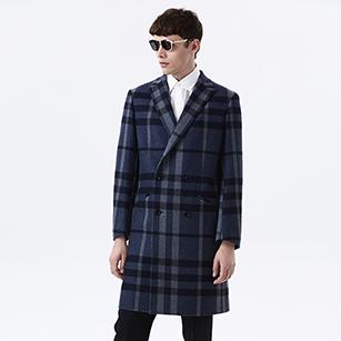 蓝色时尚格纹双排扣大衣